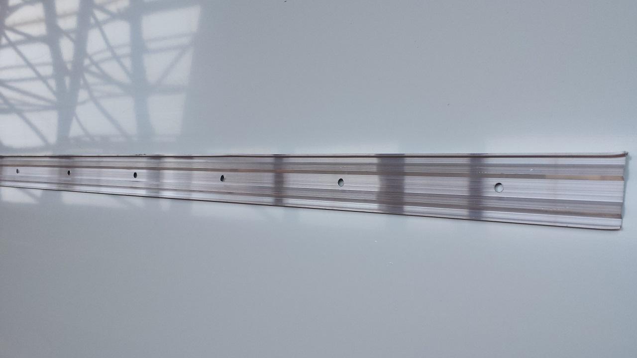 Alu Kappleiste / Klemmschiene / Wandschlußleiste 3m lang  Zubehör  dachrinnen-kaufen.de