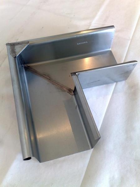 Rinnenwinkel / Außen / 90 Grad / Kastenform aus Titanzink